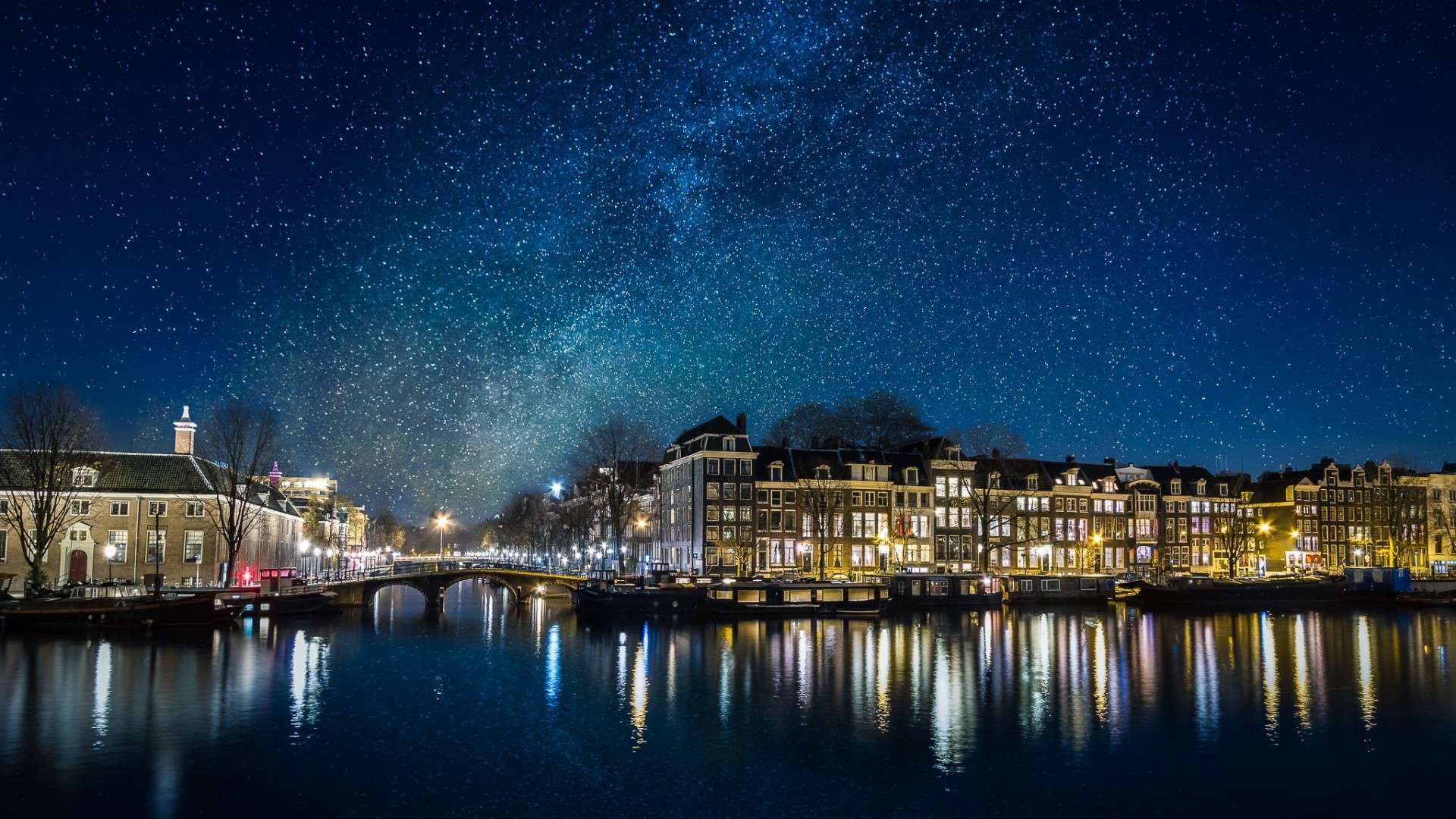 what-would-it-be-like-to-see-the-milky-way-over-amsterdam-1920x1080